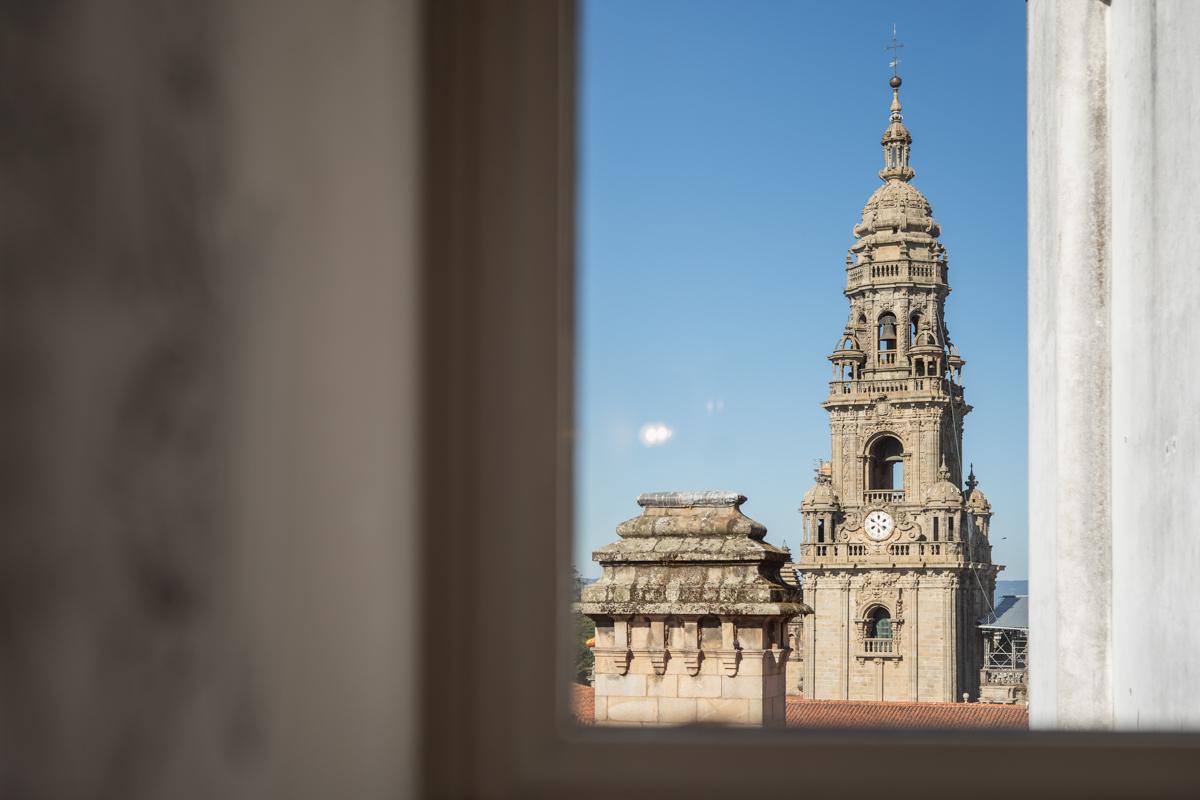 Fotografía de vistas de la Catedral de Santiago desde la ventana del albergue.